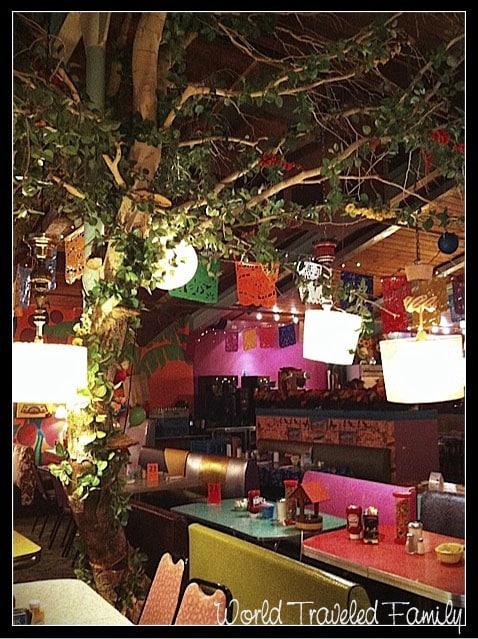 Lynns Paradise Cafe -  interior