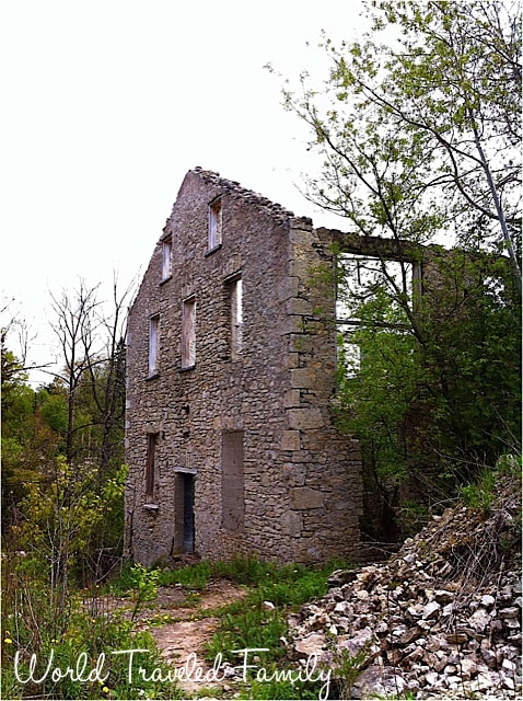 Abandoned stone building alond the Elora Gorge