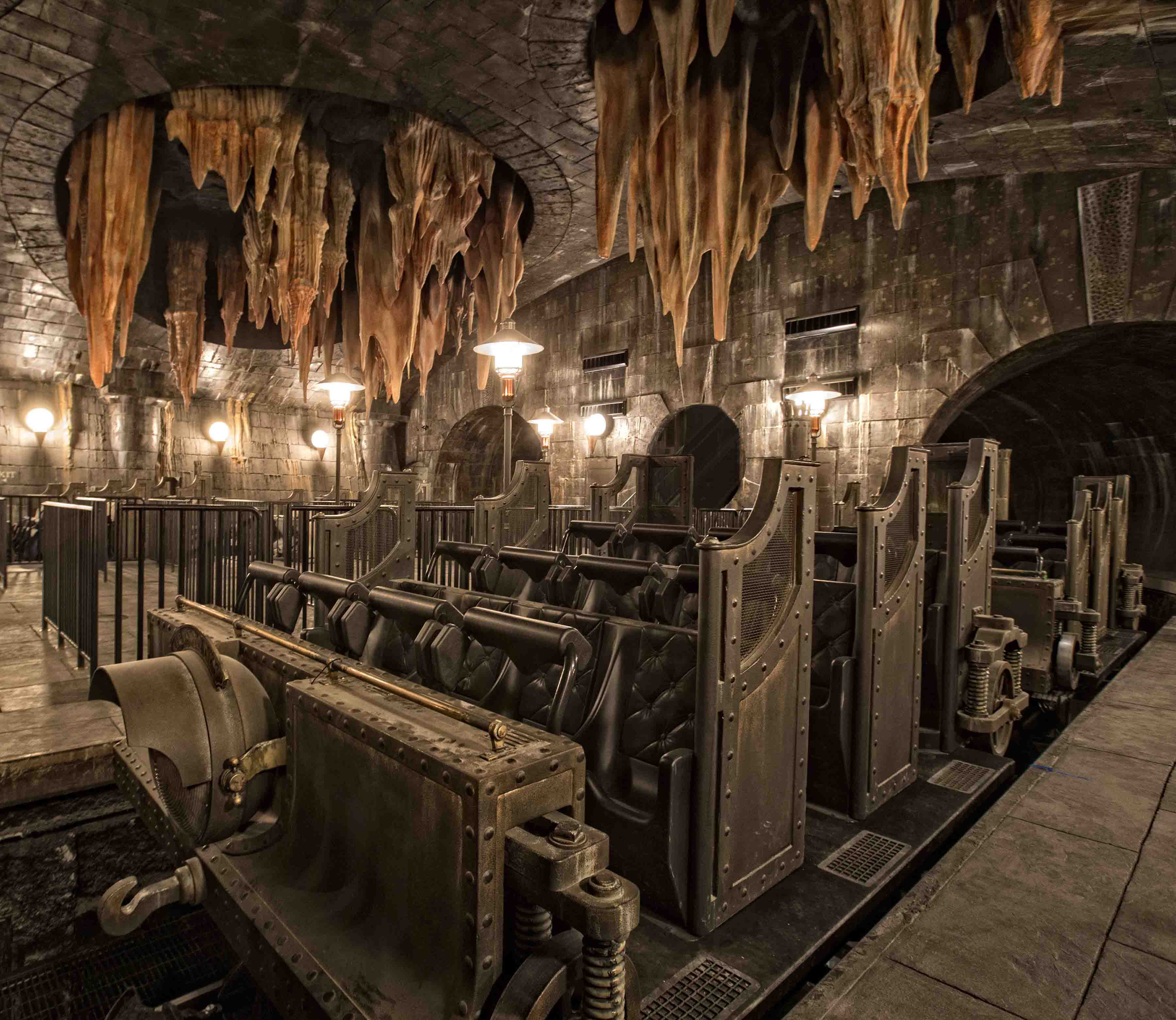 Universal Orlando Debuts Harry Potter and the Escape From Gringotts Ride Details!