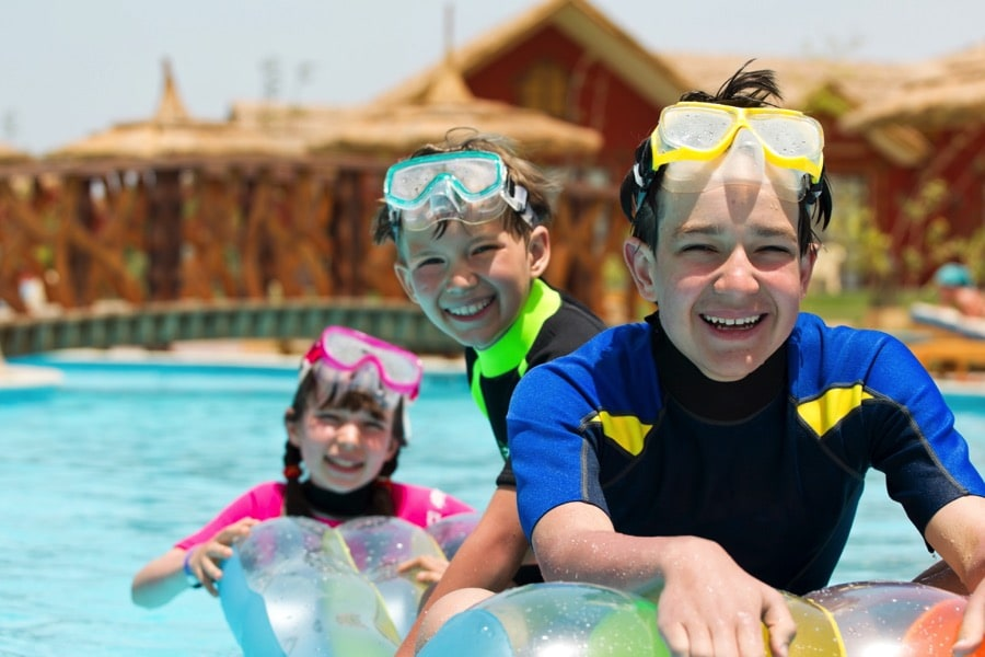 Tips to Keep Your Children Safe from the Sun This Summer