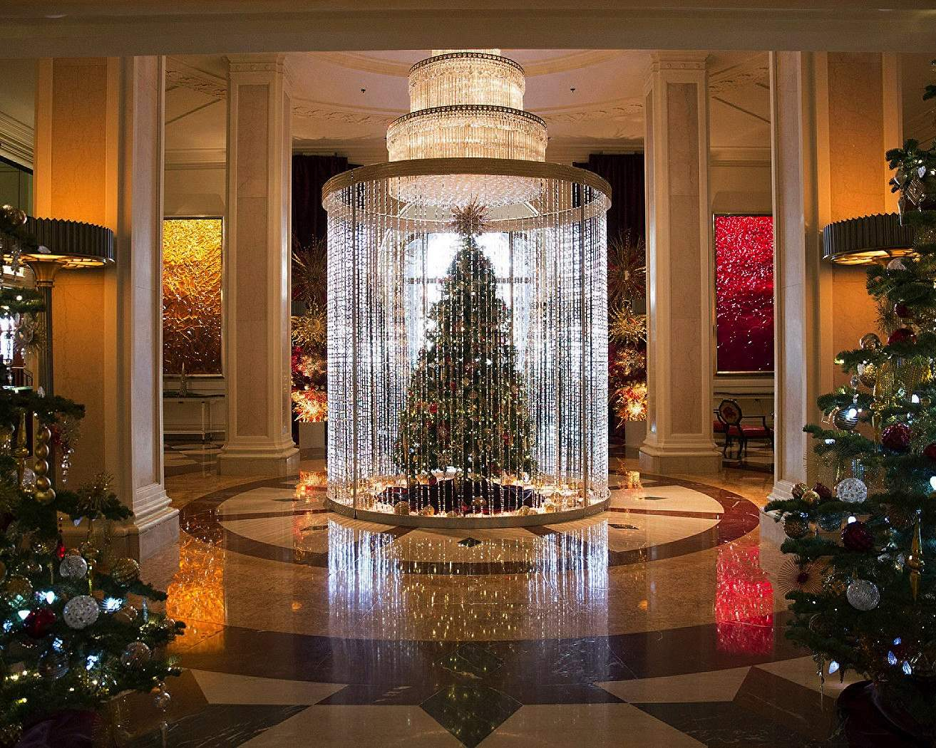 The Four Seasons Sparkles For The Holidays World