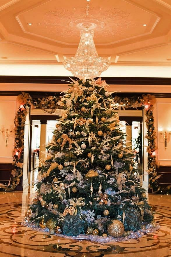 Four Seasons Hotel Westlake Village, California Christmas Display