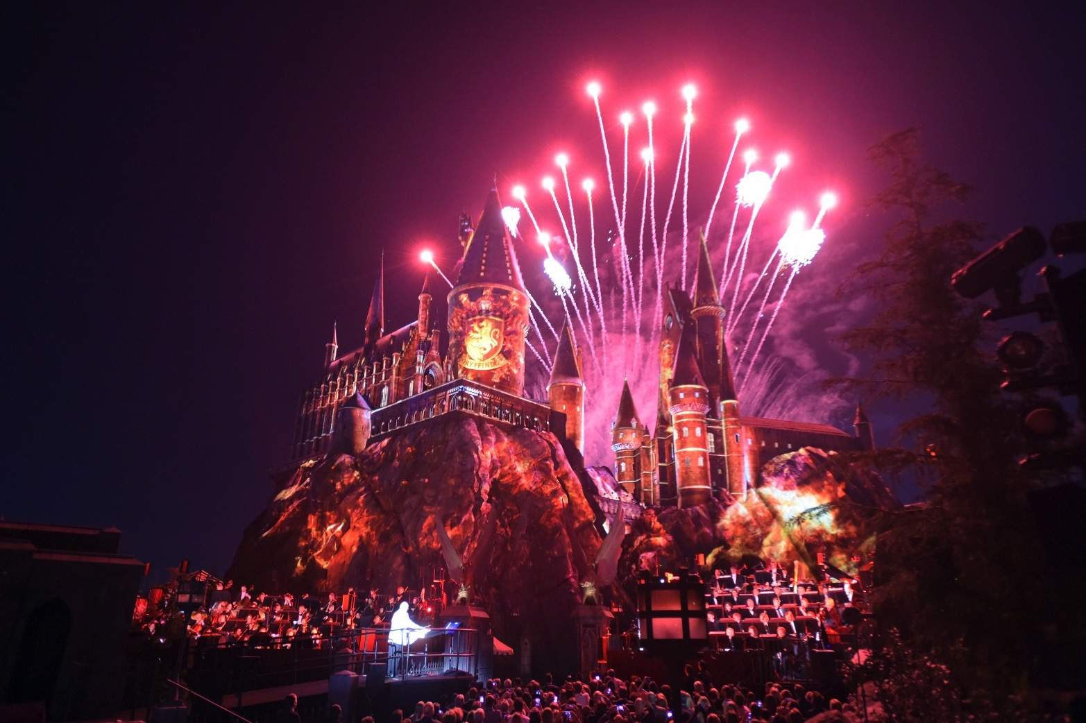 The Wizarding World of Harry Potter Hollywood Gets Huge
