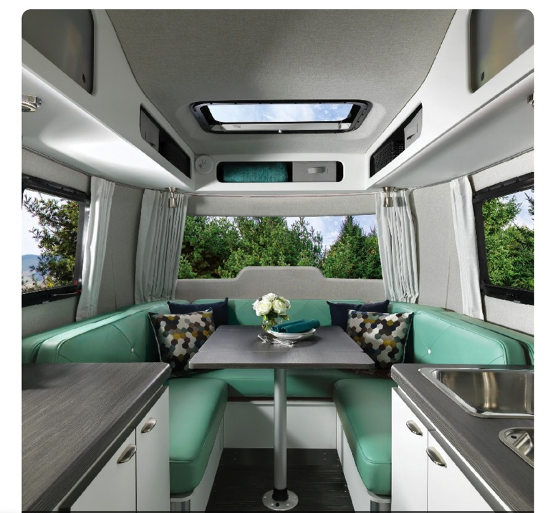 Airstream Nest clutch blue design