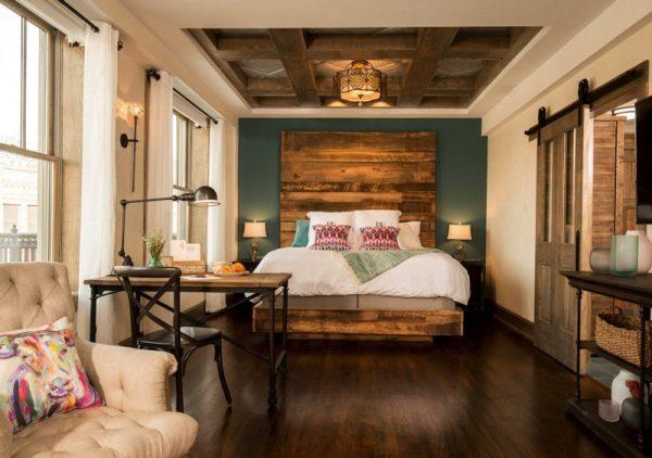 Ree Drummond Pioneer woman Boarding house hotel - butterfly suite