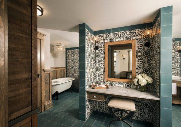 Ree Drummond Pioneer woman Boarding house hotel - butterfly suite bathroom